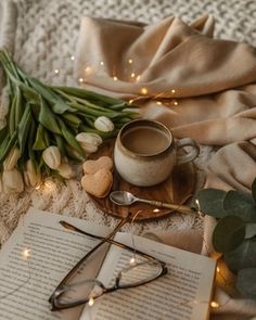 Coffee Photography, Reading Room, Beautiful Words, Pixel Art, Gift Wrapping, Rooms, Table Decorations, Spring, Flowers