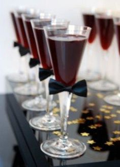 Dress up your drinks with this fancy tie!