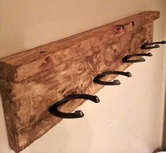 Horseshoe Towel/Jewelry/Tie/Belt Rack by ShabbyFrills on Etsy Mehr Horseshoe Projects, Horseshoe Crafts, Horseshoe Art, Metal Projects, Horseshoe Jewelry, Western Decor, Country Decor, Rustic Decor, Rustic Crafts