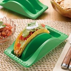 Where can I buy these? Taco Plates! Where have these been all my taco eating life?!