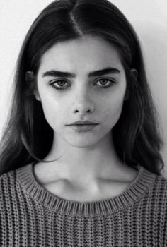 Pretty Girl in Black and White Photo Full thick shaped brows Girl Face, Woman Face, Fotografie Portraits, Face Drawing Reference, Female Reference, Female Character Inspiration, Face Photography, Model Face, Portrait Inspiration