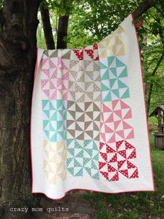 The broken dishes block is a traditional quilt pattern that has unlimited possibilities. The fabric that you choose will greatly alter the look of this quilt. Use a stack of fat quarters for a coor. Scrap Fabric Projects, Fabric Scraps, Quilting Projects, Quilting Designs, Quilting Ideas, Sewing Projects, Triangles, Jelly Roll Patterns, Traditional Quilt Patterns