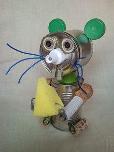 MOUSIE Recycling Blechdose Maus sitzt mit etwas von CreativeFunny