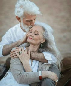 Pure Amour ~ growing old together Older Couples, Couples In Love, Older Couple Poses, Romantic Pictures Of Couples, Romantic Photos, Vieux Couples, Grow Old With Me, Ageless Beauty, Old Love