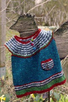 """Die Ringelmäuse sind los, hier das """"Ringelmauskleid"""". #Babykleid #Kleid #Kleidchen #stricken #Babykleidung #Tasche #Täschchen #tweed #Streifen #bunt #niedlich #süß Wolle #Knöpfe #farbig #Farben #gestrickt #Baby #revelry #knitting #baby #bottom #up #circular #yoke #embroidery #in #the #round #newborn #size #onepiece #ruffles #seamless #top #down #written #pattern #Huhn #Hahn #Henne #Holz #Figur #Garten #Deko #Inspiration #wohnen #Einrichtung"""