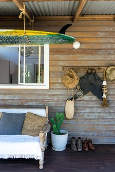 🌟Tante S!fr@ loves this📌🌟Surf Shacks 059 – Celeste Twikler – Indoek Surf Shack, Beach Shack, Surf House, Beach Cottage Style, Beach Cottage Decor, Rustic Beach Decor, Cottage Ideas, Cottage Chic, Shack House