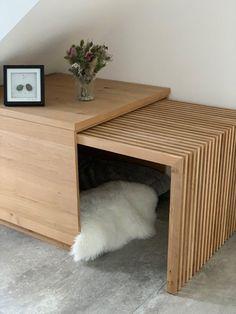 was eine coole Bude für den Hund. Hier fühlt sich auch der Labrador pudelwohl. muckelig, stylisch und der perfekte Rückzugsort für den Hund #Hundehütte #Hundebox #Schlafbox #Schlafplatz für Hunde #Moderner Hund Dog Crate Furniture, Furniture Projects, Luminaria Diy, Casa Retro, Pallet Dog Beds, Cool Dog Houses, Pet Home, Home Decor Accessories, Room Decor