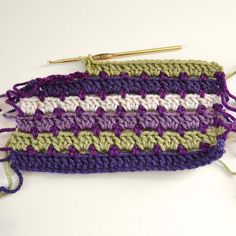 The Dotted Doubles Crochet Stitch Tutorial will help you learn to crochet a beautiful pattern that is as easy as it is chic. Rows of double crochet stitches in changing colors are connected by little dots in this easy crochet pattern. Crochet Motifs, Crochet Stitches Patterns, Crochet Chart, Crochet Squares, Knitting Patterns, Granny Squares, Loom Knitting, Stitch Patterns, All Free Crochet