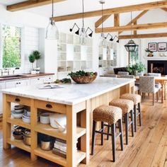 What makes a beautiful modern farmhouse kitchen? Here we feature some of the most prevalent, and important, key elements of modern farmhouse kitchen design that we are seeing in some of the most stunning kitchens today Modern Farmhouse Interiors, Kitchen Remodel, Kitchen Decor, Farmhouse Kitchen Island, Farmhouse Interior, Home Kitchens, Farmhouse Kitchen Design, Kitchen Living, Kitchen Design