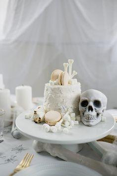 An All White Ghostly Halloween Tabletop: Bone Appetit! an all white ghostly halloween tabletop with skull and bone cake Halloween Bridal Showers, Halloween Wedding Cakes, Fete Halloween, Halloween Dinner, Halloween Snacks, Halloween Cupcakes, Creepy Halloween, Holidays Halloween, Happy Halloween