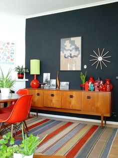 Love that wall color with the colorful furniture and accessories - dark accent wall #midcentury
