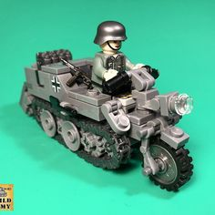 custom MOC Panzer Tiger tank vehicle soldier minifigure Buildarmy(not LEGO) Wold Of Tanks, Legos, Lego Ww2 Tanks, Steampunk Lego, Lego Soldiers, Lego Custom Minifigures, Lego Guns, Lego Army, Lego Pictures