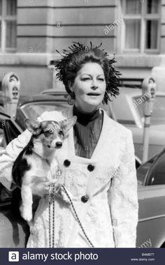 ava-gardner-august-1969-with-her-corgi-dog-in-london-daily-mirror-B4MB7T.jpg (863×1390)