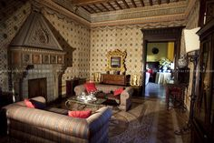 gorgeous #castle in #tuscany to rent for your #wedding in #italy www.italyprestige.com