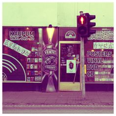 Reykjavik Boulevard is a fan of Icelandic music, especially on vinyl records.  That's not a secret: find here our TOP 10 Icelandic vinyls.  But if you are in Reykjavik, where can you find good vinyl shops? There are several vinyl shops with a crazy-good assortment, both from the present and