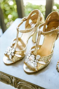 Popping pink and gold wedding shoes Gold Wedding Shoes, Pink And Gold Wedding, Gold Shoes, Bridal Shoes, Bridal Footwear, Bling Wedding, Dream Wedding, Pretty Heels, Style Japonais