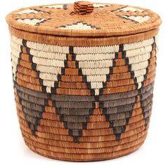 Raffia Crafts, Rope Crafts, Woven Baskets, Basket Weaving, Painted Plant Pots, Diy Crafts How To Make, Basket Decoration, Macrame Patterns, Sisal