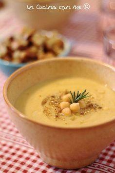 La Crema di Ceci ideale per un pranzo o una cena veloce è un primo piatto gustoso ma semplice da preparare e con pochi ingredienti.