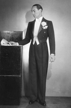 High rise in trousers should be 3 inch above belly button Gents Fashion, Retro Fashion, Vintage Fashion, Groom Outfit Inspiration, Green Suit, Piercings, Evening Attire, Moda Emo, Well Dressed Men