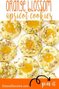 Scented with orange blossom water, these pistachio cookies are light and buttery. The middle is filled with apricot and the edges with pistachios. Best Cookie Recipes, Brownie Recipes, Chocolate Recipes, Baking Recipes, Dessert Recipes, Desserts, Pistachio Cookies, Orange Cookies, Cookies