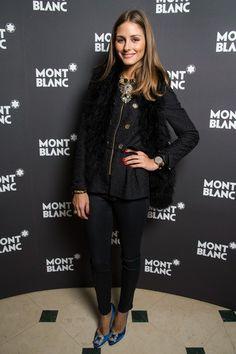 Olivia Palermo total en negro con zapatos azules