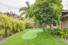 This project was in Brentwood, Los Angeles. Tank you Mr and Mrs S for the pictures. #pool #puttinggreen #gold #turf #artificialturf #losangeles #backyard #frontlawn #southbay #beverlyhills