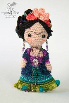 Frida Kahlo Broche Photo by Mis Matraquillas on Flickr Isn't this stunning?? I love Frida Kahlo so much and this is such a beautiful little piece of art. No pattern, just admiration. LOVE.