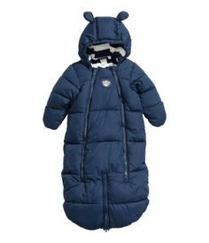 Shop kids clothing and baby clothes at H&M – We offer a wide selection of children's clothing at the best price. H & M Baby, Baby Kids, Winter Kids, Baby Winter, Baby Boy Outfits, Kids Outfits, Snow Suit, H&m Online, Sleeping Bag