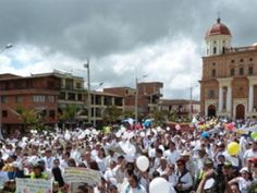 Repudian en Colombia masacre de campesinos a manos de paramilitares