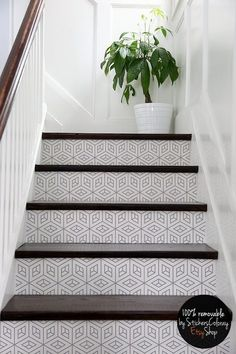Trendy top of stairs landing decor dark wood ideas Painted Stairs, Wood Stairs, House Stairs, Attic Stairs, Stair Landing Decor, Stair Decor, Art Cube, Stair Stickers, White Stairs