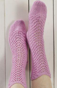 Näin neulot kauniit pitsineulesukat Novita Nalle -langasta Lace Knitting, Knitting Socks, Knitting Patterns, Knit Socks, Mitten Gloves, Mittens, Crochet Slippers, Knit Crochet, Little Cotton Rabbits
