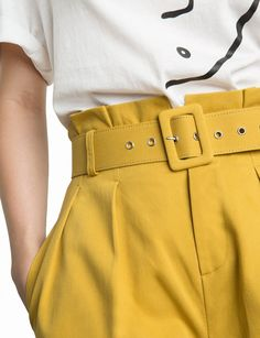 Pixie Market Sam Mustard Paperbag Waist Shorts - S Blazer Outfits, Edgy Outfits, Short Outfits, Cool Outfits, Fashion Pants, Fashion Outfits, Fashion Drawing Dresses, 80s And 90s Fashion, Joggers Womens