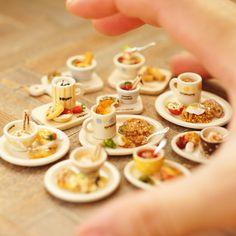 """Let's have fun taking pics of the work I made in the past!!"" Vol.6 - miniature foods, made in 2004-06, 1/12 scale 昔作った作品を引っ張り出してきて写真撮って楽しもー‼️シリーズ、その6。食べものイロイロ〜 #miniature #dollshouse #diorama #ochibitsminiatures #ミニチュア #ドールハウス #オチビッツのミニチュア"