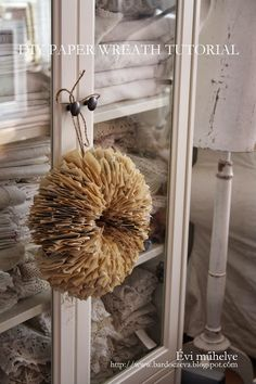 DIY: How to Make a Book Page Wreath - using an old book, a hole punch and a piece of wire - bardoczeva: Koszorú régi könyvből Diy Paper, Paper Art, Paper Crafts, Decorating On A Dime, Fun Crafts, Arts And Crafts, Book Page Wreath, Origami, Folded Book Art