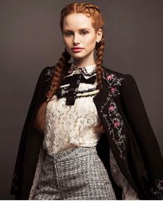 Madelaine Petsch in Styled by Glamhive stylist Adena Rohatiner. Want Adena to style you? Book a style session today! Cheryl Blossom Riverdale, Riverdale Cheryl, Riverdale Cast, Riverdale Memes, Madelaine Petsch, Pretty People, Beautiful People, Camila Mendes Riverdale, Vanessa Morgan