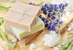 Making Homemade Skin Care Products as Gifts Low Carb Diets, Homemade Skin Care, Diy Skin Care, Organic Skin Care, Natural Skin Care, Lotion Recipe, Homemade Soap Recipes, Homemade Bar, Homemade Scrub