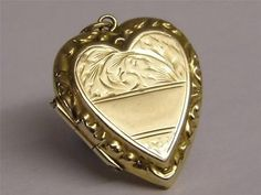 Vintage-English-9-CT-BK-FT-Gold-Heart-Locket-Pendant
