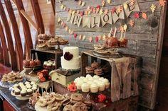 Hoy en día se reinventas el buffet de una forma más original y variada. Éstos se convierten en la opción más utilizada para atender a nuestros invitados. Si una cosa puede diferencia nuestra boda o celebración es la decoración y la forma en la presentamos la comida.