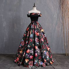 Vintage / Retro Multi-Colors Printing Prom Dresses 2019 Ball Gown Off-The-Shoulder Bow Short Sleeve Backless Floor-Length / Long Formal Dresses Source by sewingfromatoz dress Vintage Ball Gowns, Vintage Formal Dresses, Cute Prom Dresses, Ball Dresses, Elegant Dresses, Pretty Dresses, Homecoming Dresses, Beautiful Dresses, Evening Dresses