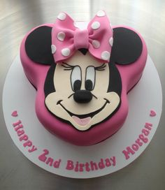 Minnie Mouse Cake - by CakeAChanceOnBelinda @ CakesDecor.com - cake decorating website
