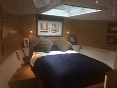 Wide Beam Cruiser Stern 2 Bedrooms for sale, 2017 Barge Interior, Yacht Interior, Canal Boats For Sale, Luxury Houseboats, Barge Boat, Liveaboard Boats, Narrowboat Interiors, Dutch Barge, Cruiser Boat