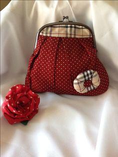 Mondero de boquilla dots! Cute Coin Purse, Coin Bag, Frame Purse, Handmade Purses, Patchwork Bags, Fabric Bags, Vintage Purses, Change Purse, Purses And Bags