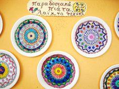 παραδοσιακα χαρτινα πιατα Paper Plate Crafts, Paper Plates, Art For Kids, Crafts For Kids, Arts And Crafts, 25 March, Greek Art, Art Studies, Craft Patterns