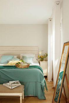 00405973. Dormitorio moderno en blanco con ropa de cama verde agua 00405973