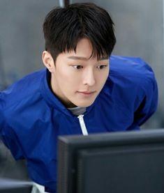 You look like him. Asian Actors, Korean Actors, Thai Drama, Bts And Exo, Hug Me, Korean Celebrities, Korean Men, Asian Boys, Cute Boys