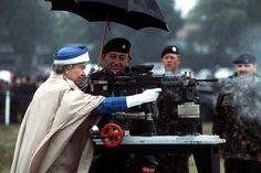 mattadoresit:Queen Elizabeth II firing a British L85 battle rifle in Surrey, England, 1993