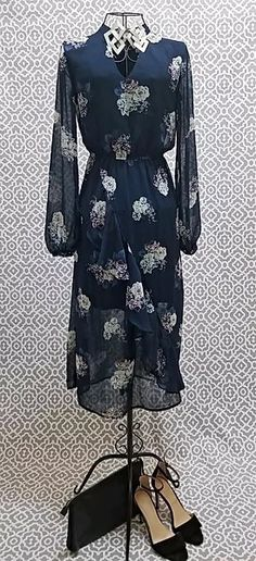 Take a look at my cousin's online thrift boutique. #vintage #dresses #thrifting #onlineboutique #shoponadime Fashionista Street Style, Online Thrift, Look At Me, Thrifting, Vintage Dresses, Take That, Dresses With Sleeves, Boutique, Long Sleeve