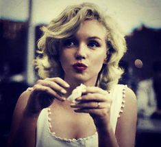 Marilyn Monroe eating - beauty inspiration for GLOWLIKEAMOFO.com