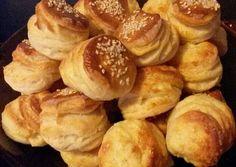 Szilveszteri gyors pogácsa   MiCsilla receptje - Cookpad receptek Appetisers, Pretzel Bites, Minion, Bread Recipes, Muffin, Food And Drink, Menu, Menu Board Design, Muffins