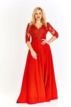 Překrásné červené společenské šaty nesmí chybět v šatníku žádné dámy. Velmi krásný krajkový živůtek s flitry a výkroji ve výstřihu a na rukávech, materiál 95% polyester, 5% elastan, zapínání na skrytý zip v zadní části. Šaty jsou dlouhé až na zem, doporučujeme vyšší podpatek z naší nabídky.